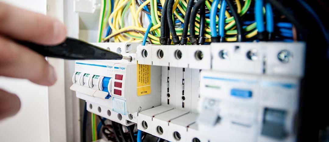 Facharbeiter Elektrotechnik als Prüfer für Elektrogeräte
